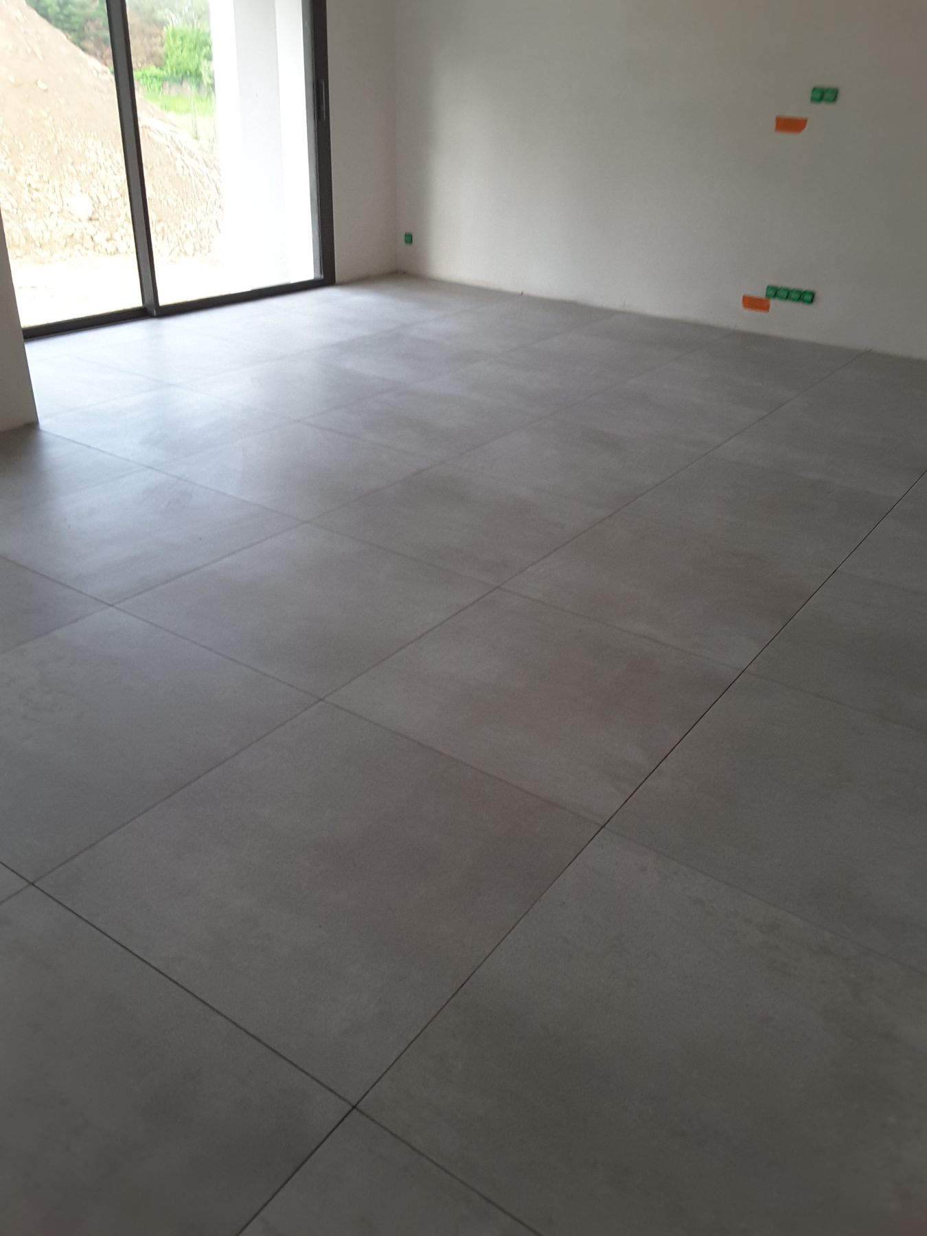 Pose de joint de carrelage blanchir un joint de for Carrelage grand format 120x120