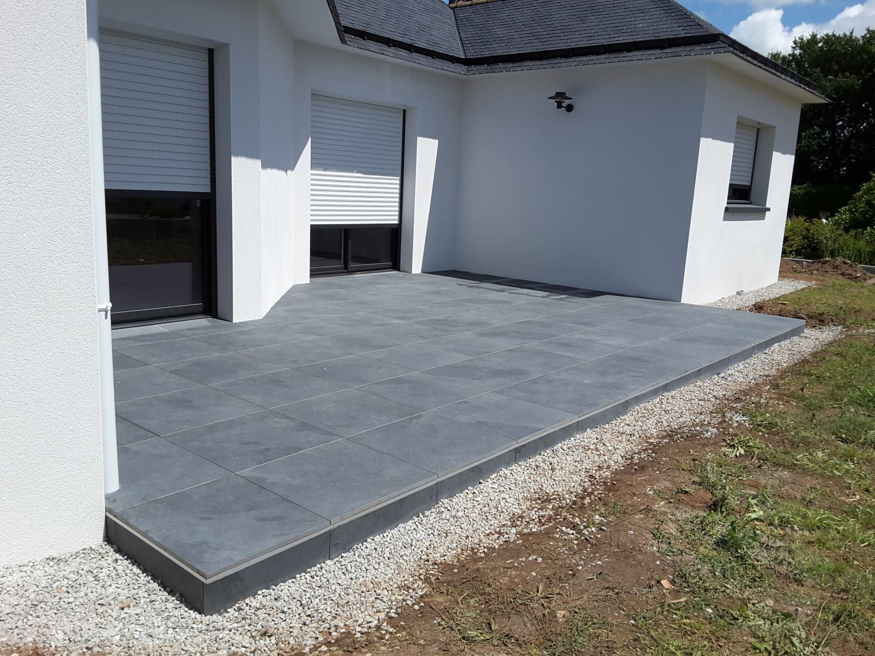 Terrasse carrelage sur plot maison design for Carrelage terrasse